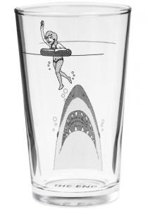 コップの海を泳ぐ女性とそれを狙うサメ - Sip at Your Own Risk Cup -