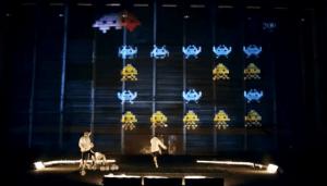 巨大インベーダーとフットボーラー - Giant Alien Invaders -