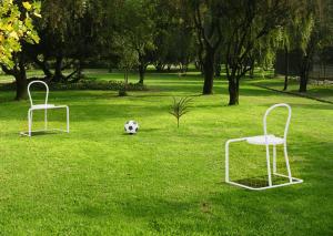 座ったままサッカーができるイス - Lazy Football -