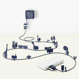 壁から繋がり不思議な世界へ誘うアダプタ – AC Adapter WORLD OF ALICE -
