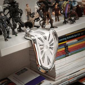 とろけ落ちそうになっている不思議な時計 - Melting Clock -