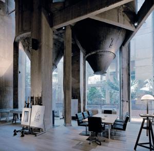 セメント工場をオシャレ事務所兼住居に改造 - Cement Factory -