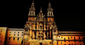 大聖堂を使った壮大なプロジェクションマッピング - Fuegos del Apostol -