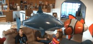 宙を泳ぐサメにビックリ! - Air Swimmers -