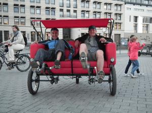 二人でゆったりくつろぎながらサイクリング - Sofa Bike -