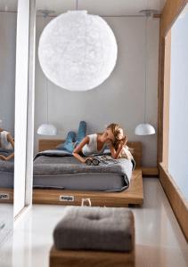 IKEAの影響を受けたスタイリッシュなドールハウス - Eco Barbie dollhouse -
