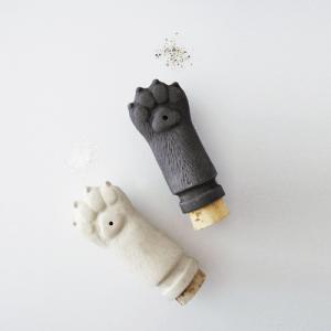 ネコの手も借りたい忙しい人の為?の調味料入れ - Salt & Pepper Pawz -