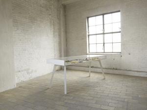 二つの顔を持つハイテクなテーブル - TABLE-TABLE -