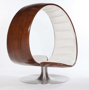 見つめ合い寄り添う二人のためのイス - Hug Chair by Gabriella Asztalos -