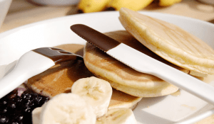 何を食べても甘くなりそうな、チョコフォンデュされたカトラリー - torori -