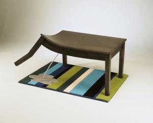 犬の生まれ変わりのようなだらしないテーブル - Bad Table -