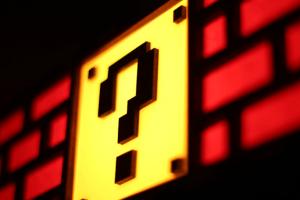 誰もが思わず叩きたくなってしまうブロックランプ- Colorful Mario Question Mark Block Lamp -