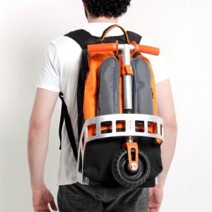 どんなとこでもスイスイ!キックボード付きバックパック - scooter backpack -