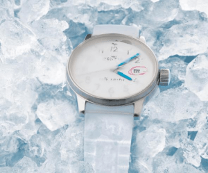 息を吹きかけないと見えない、氷をまとった腕時計 - FRISSON -