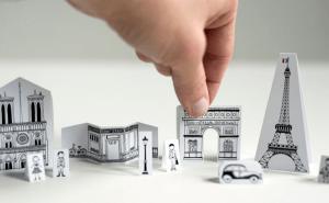 ポケットサイズのパリの街並を旅のお供に - Travel Size Paper City Paris -