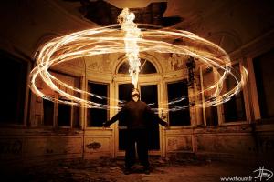 魔法のように炎を操るジャグラー - Magical Fire Photography -