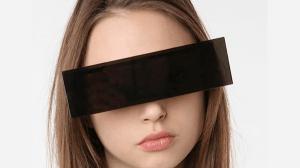 どんなにハメをはずしても大丈夫!プライバシー常時完全防御のサングラス - Black Bars Sunglasses -