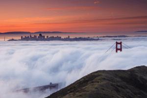 天空の城のような幻想的な雲に覆われた都市 - Cloud City Illusions -
