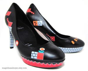 飛んだり跳ねたりしたくなりそうなギークなハイヒール - Super Mario Heels -