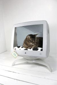 要らなくなったiMacも猫にとっては立派なお家 - Upcycled Vintage & Handmade -