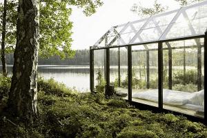 大自然を満喫しながら眠ることができるガラス張りの小屋  - Solar Powered Garden Shed -