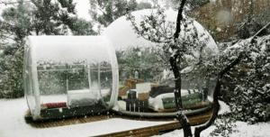 これは寒いし恥ずかしくない?という持ち運び可能なスケスケホテル - Crystal Bubble Hotel rooms -