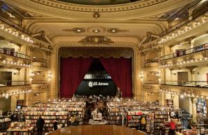 本当にすごい!世界で二番目に美しい本屋さん - Renovated Theater Book Store -