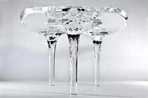 氷のように時の流れが止まっているテーブル - The Liquid Glacial Table -