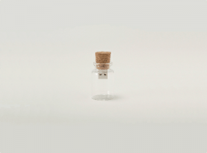 空っぽの記憶?空き瓶にデータを記録するUSBメモリ - Blank USB memory storage -