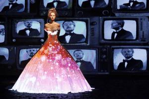 これが本当の十二単?ドレスを使ったプロジェクションマッピングファッションショー - Dress Projection Mapping -