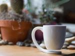 浮いているからコースターがいらない、ちょっと不思議なマグカップ - The Floating mug