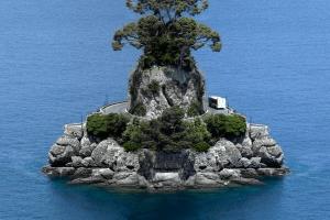 びっくりするほど線対称な島や景色 - Mirrored Landscapes -