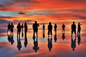 こんな景色見たことない!神秘的過ぎる赤く染まるウユニ塩湖 -uyuni sunset -