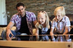 本気でオシャレなコーヒーテーブルのようにゲーセンの筐体を仕上げたら - Contemporary Arcade Coffee Tables -