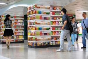 駅構内をスーパーマーケットにしてしまった広告 - HomePlus Supermarket -