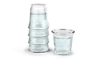 積み重ねたグラスにしか見えないカラフェとグラス – H2EAU Carafe and Glass -