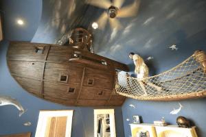 空飛ぶ海賊船がお家の中に! - Pirate Ship -