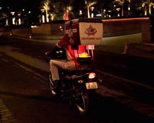 できたてホットをお届けするバイク便! - Delivered hot -