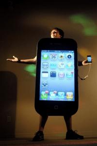ハロウィーンでiPhone4を着た男 - guyPhone 4 -