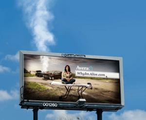 事故車両に合わせ本当に煙が出ている目を引く広告 - Smoking billboard -