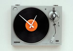 ターンテーブル型のオシャレな時計 - Turntable Clock -