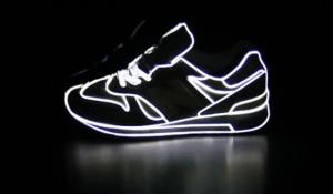 スニーカーを使ったかっこいいプロジェクション - New Balance Projection -