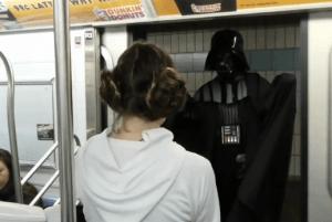 スターウォーズの世界と化した地下鉄 - Star Wars Subway Car -