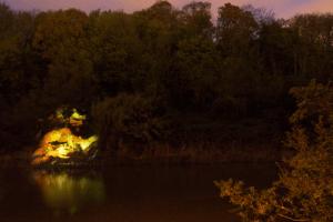 自然へ投影する幻想的なプロジェクション - outside projections -