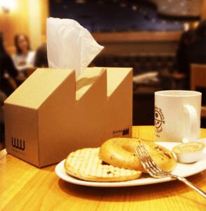 環境汚染を意識させるティッシュ - Case of the Smokey Tissue Box -