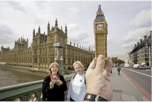 世界的建築物を安物お土産に置き換える – Replacing World Landmarks -