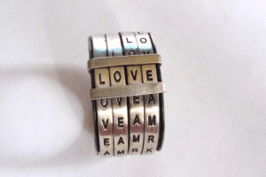 こっそり想いを伝える愛のリング - love ring -