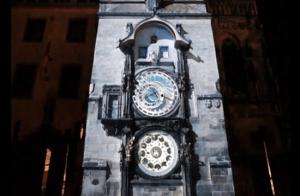 600年の時を刻んだ時計塔のインスタレーションアート - Mapping : The 600 Years -