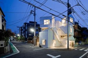 クレイジーな形のアパート - Crayze Apartment in Tokyo -
