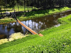 気分はモーゼ!高くないのに渡るのが怖い、水底を渡る橋- Sunken Bridge Allows Pedestrians to Walk Below Water -